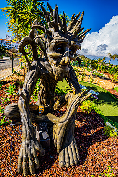 golfland-talking-tree-1